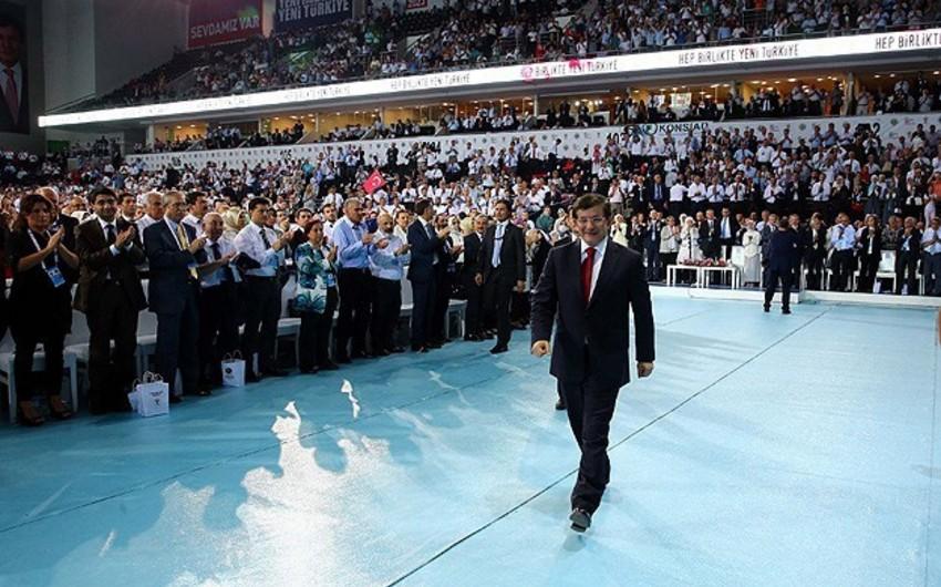 Türkiyənin hakim partiyasına yeni sədr seçilib