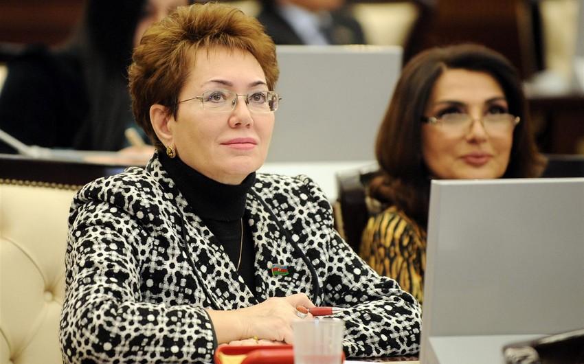 Deputat Elmira Axundovanın oğlunun adı keçən 1 milyonluq dələduzluq işində şahidlər ifadə verib