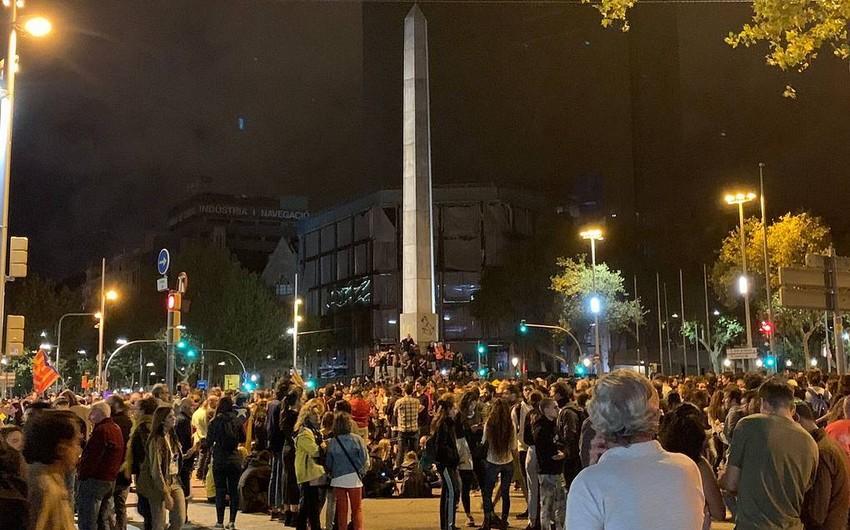 В центре Барселоны прошла акция протеста с воздушными шарами