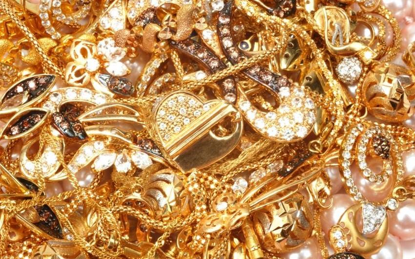 Qaraçuxurda mənzildən 30 min dollarlıq qızıl-zinət əşyaları oğurlanıb