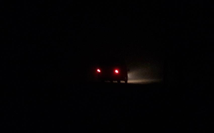 Biləsuvarda dumanlı hava şəraiti avtomobillərin hərəkətində qismən problemlər yaradıb - FOTO