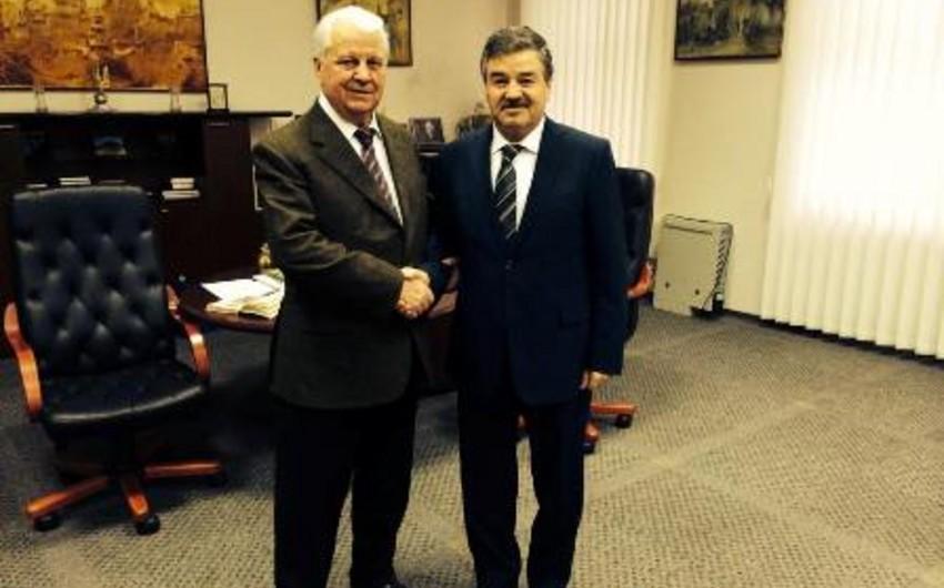 Azərbaycan səfiri Ukraynanın birinci prezidenti ilə görüşüb