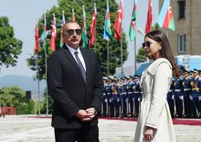 Милли Меджлис поздравил президента Ильхама Алиева и Мехрибан Алиеву