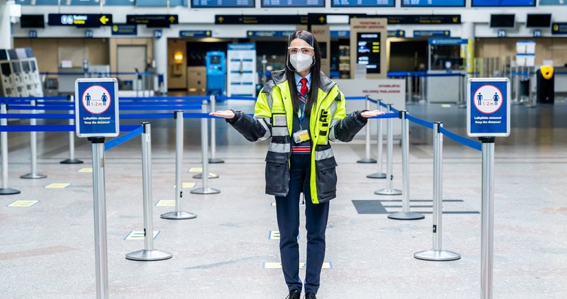 Amsterdam airport makes wearing masks optional for passengers