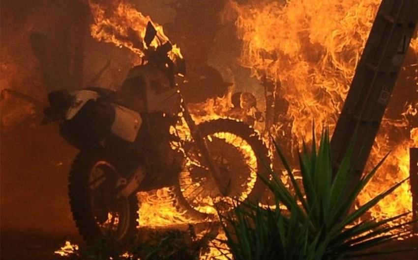 Paytaxtda motosiklet yanıb