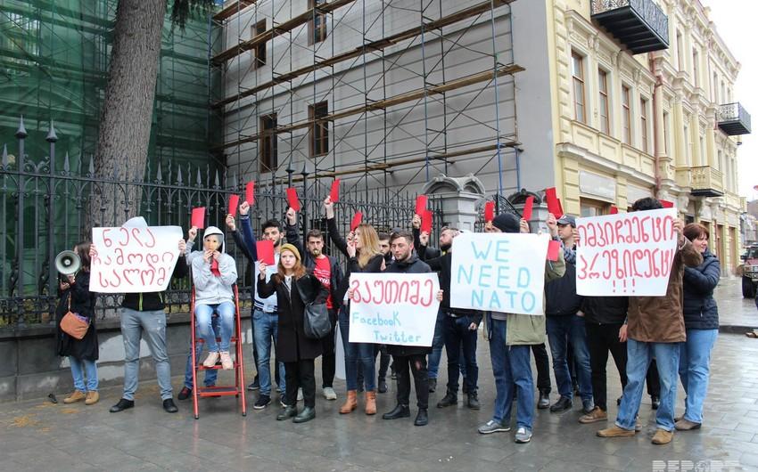 Tbilisidə Gürcüstan Prezidentinin impiçmenti tələbi ilə aksiya keçirilib - FOTOREPORTAJ