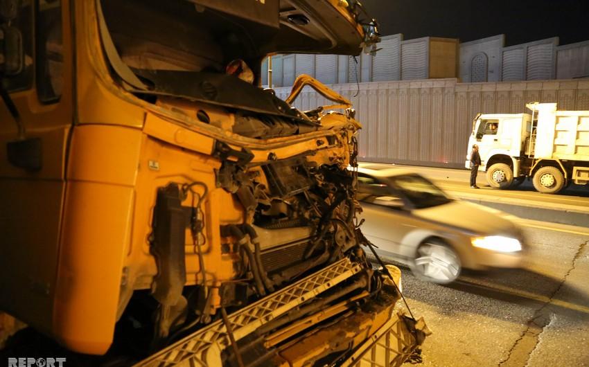 Bakıda tunelin ortasında mübahisə edən sürücülər ağır yol qəzasına səbəb olublar - FOTO - VİDEO - YENİLƏNİB