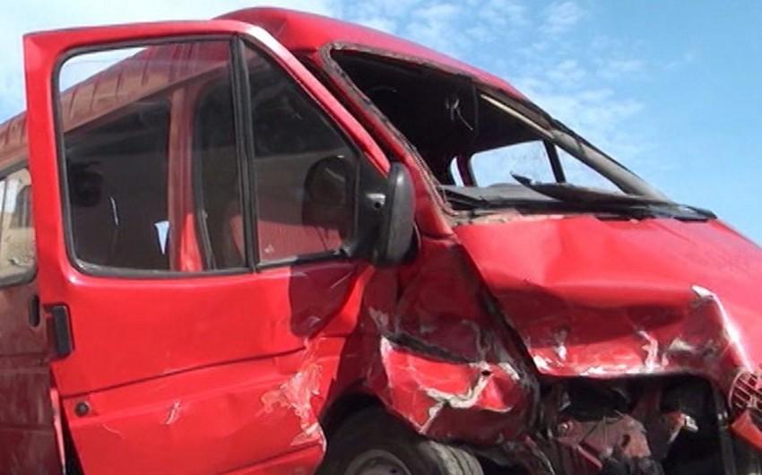 Bakıda mikroavtobusun aşması nəticəsində yaralanan şəxslərdən biri ölüb