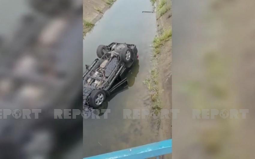 В Джалилабаде автомобиль упал в канал, есть пострадавший