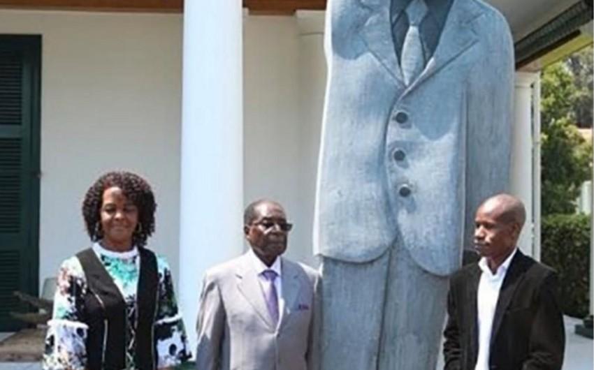 Zimbabve prezidenti Robert Muqabe özünə abidə açıb - FOTO