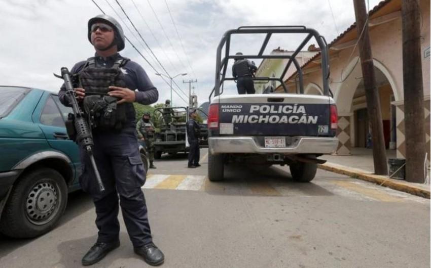 Meksikada hərbçilərə silahlı hücum olub, 15 nəfər ölüb