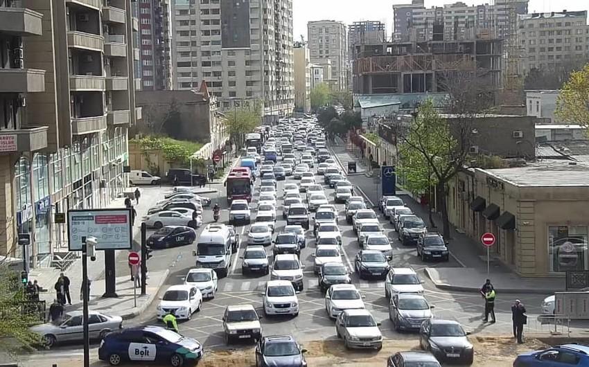 В Баку затруднено движение автобусов по 11 маршрутным линиям