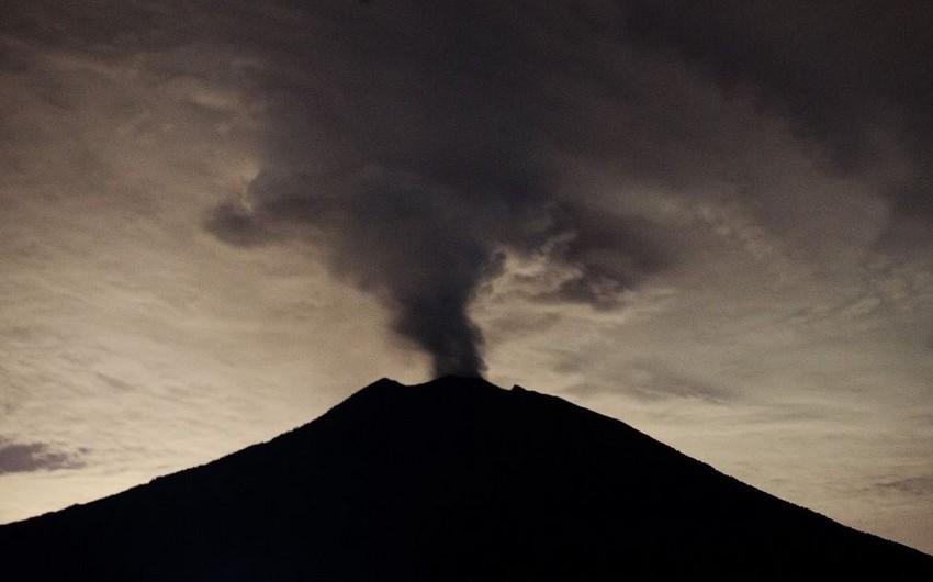Balidə vulkan püskürməsi nəticəsində aviareyslər təxirə salınıb