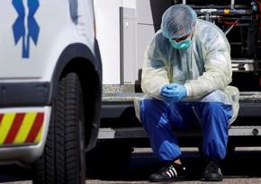 Amerikalı həkimlər koronavirusa görə diz çöküb ağladılar - VİDEO