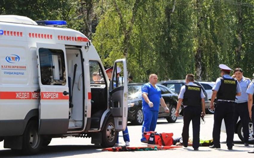 Qazaxıstanda avtomobil dəvə ilə toqquşub, 5 nəfər ölüb