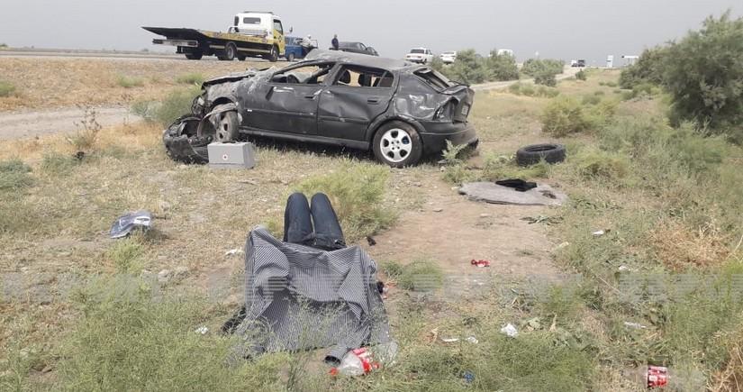Kürdəmirdə Opel idarəetmədən çıxaraq aşıb,  yaralılar var
