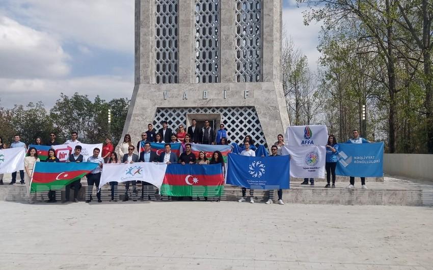 Представители молодежных организаций посетили мавзолей Моллы Панаха Вагифа