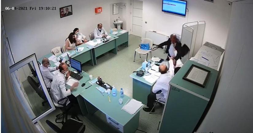 Həkimə hücum edən şəxsin cinayət işi məhkəməyə göndərilib - VİDEO