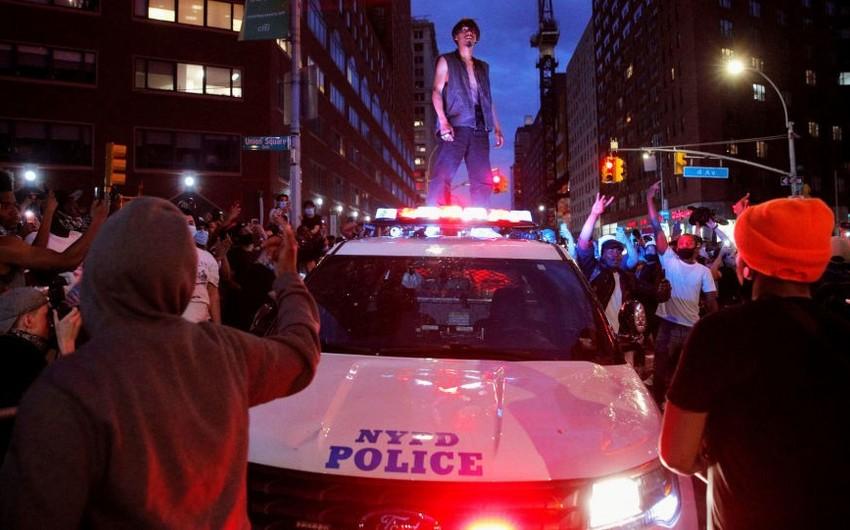 Amerikada polis 1 700-ə yaxın nümayişçini saxlayıb