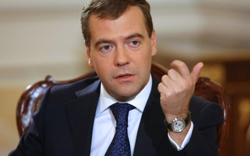 Dmitri Medvedev Əhməd Davudoğluna cavab verib