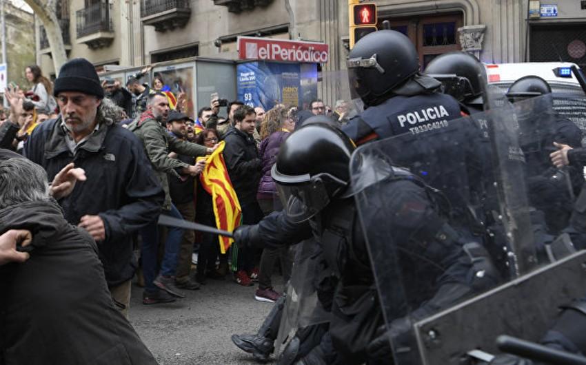 Katalonyada qarşıdurmalar zamanı xəsarət alanların sayı 100-ə çatıb