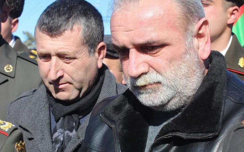 Şəhid Çingiz Qurbanovun atası Azərbaycan Bayrağını oğlunun xidmət etdiyi hərbi hissəyə təqdim edib - VİDEO