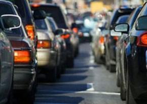 На основных дорогах и проспектах столицы наблюдается плотное движение транспорта