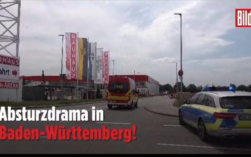 Самолёт рухнул на ТЦ в Германии, есть погибшие