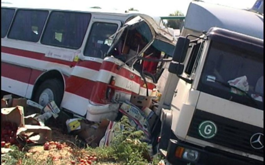Nigeriyada avtobus qəzası nəticəsində 16 nəfər həlak olub