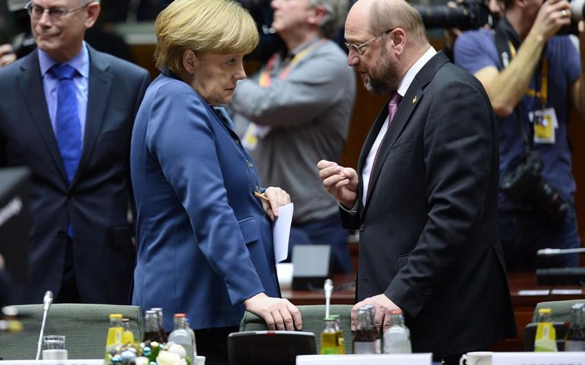 Sorğu: Almaniya kansleri uğrunda mübarizədə Angela Merkel və Martin Şultsun reytinqləri bərabərləşib