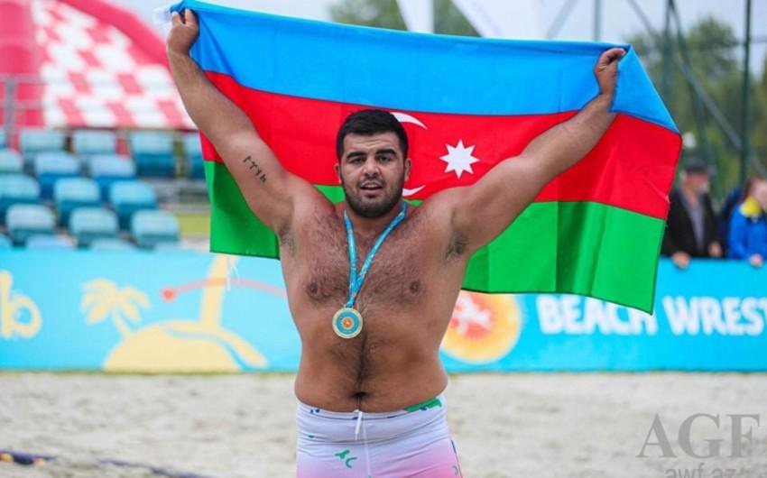 İranlı idmançının medalı Azərbaycanlı güləşçiyə verildi -