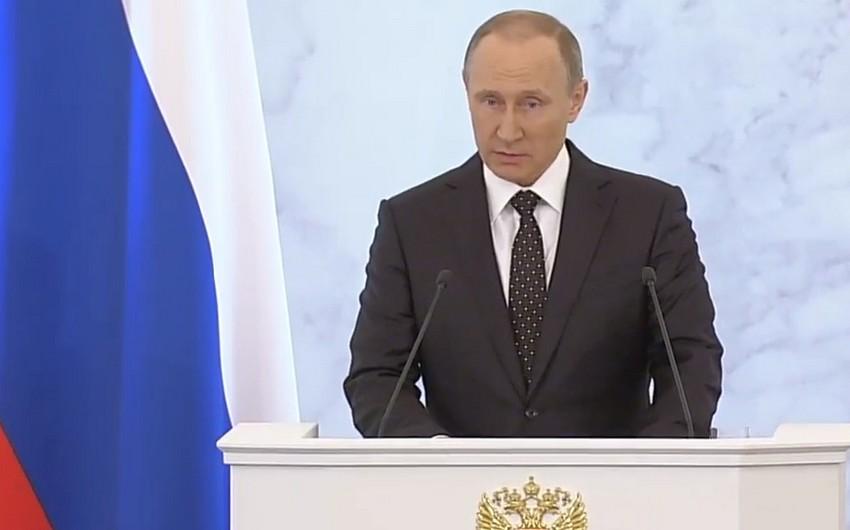 Putin: Yaxın Şərqin bir vaxtlar sabit ölkələri indi dağıdılıb və biz bunun arxasında kimin dayandığını bilirik