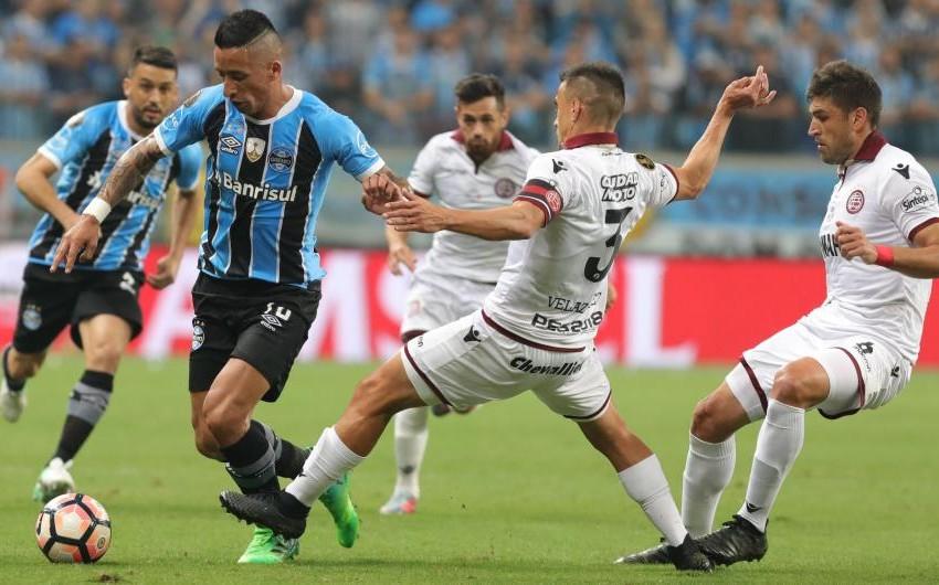 На первом финальном матче кубка Либертадорес Гремио одержал победу над Ланусом