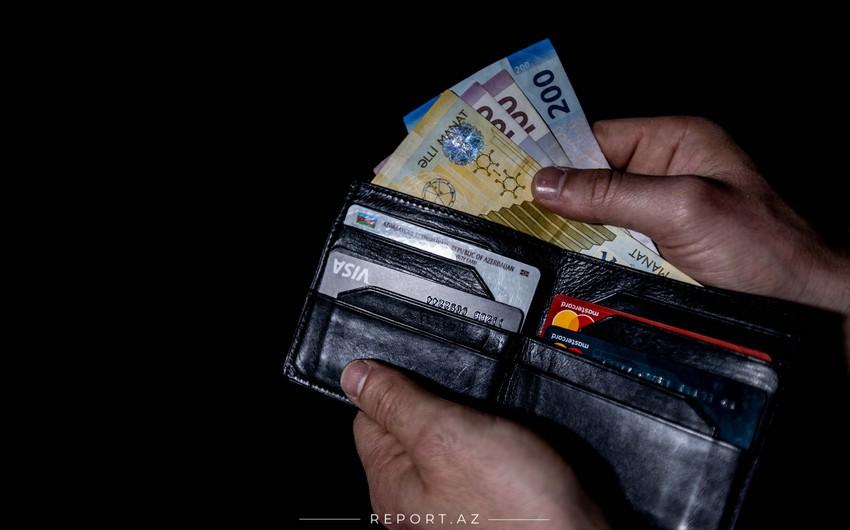 В Азербайджане доходы населения снизились почти на 1%