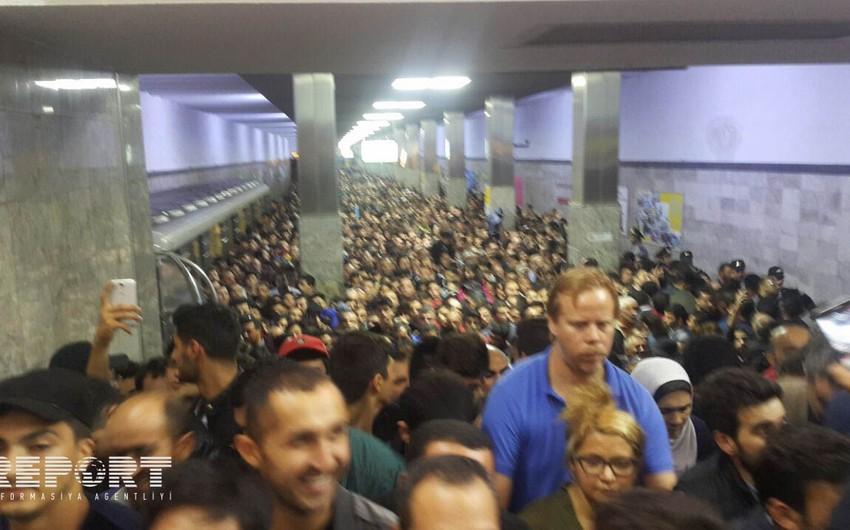 На станции метро Кероглу возникло столпотворение - ФОТО
