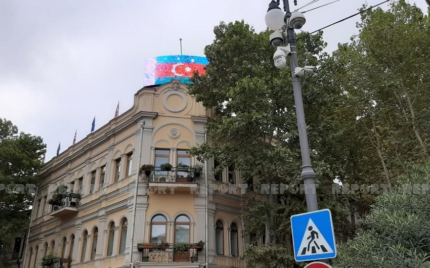 Azərbaycan bayrağı Tbilisidəki monitorlarda nümayiş etdirilir