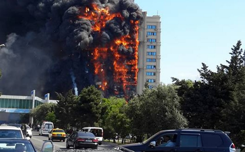 Bakıda yanan binanın ətrafında yollar bağlanıb