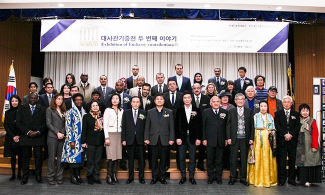 Азербайджан представлен на выставке посольств в Корее