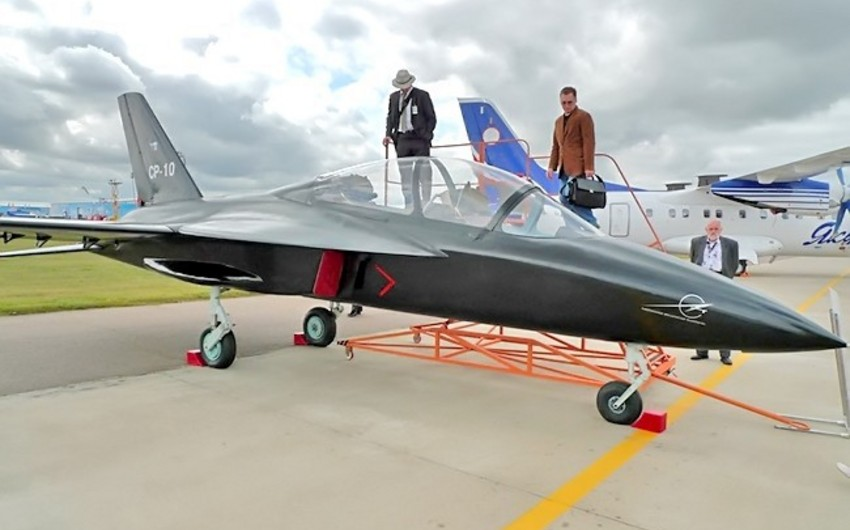 Russia's new fighter plane has backward wings - VIDEO