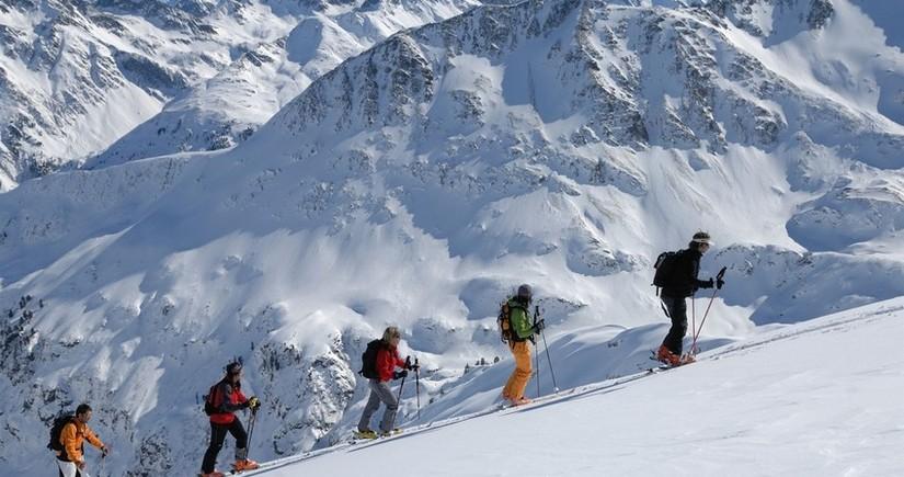 Elbrus dağında 5 turist əlverişsiz hava səbəbindən həlak olub