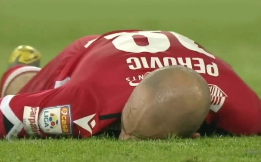 Игрок румынского клуба получил сильный удар ногой по лицу во время матча - ВИДЕО