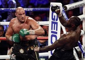 Чемпион мира по боксу заразился коронавирусом, бой перенесли