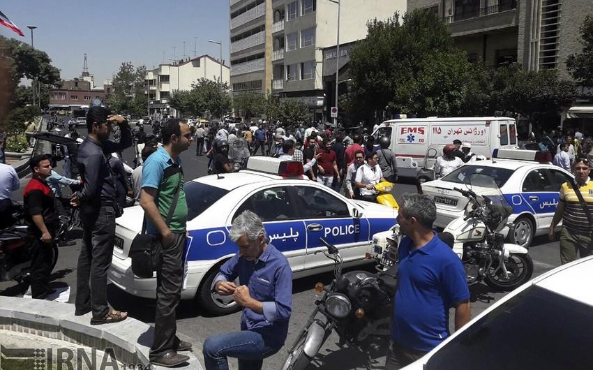 İran parlamentinə hücum edənlərdən biri özünü partladıb