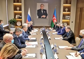 Azerbaijani and Russian delegations holding expanded meeting