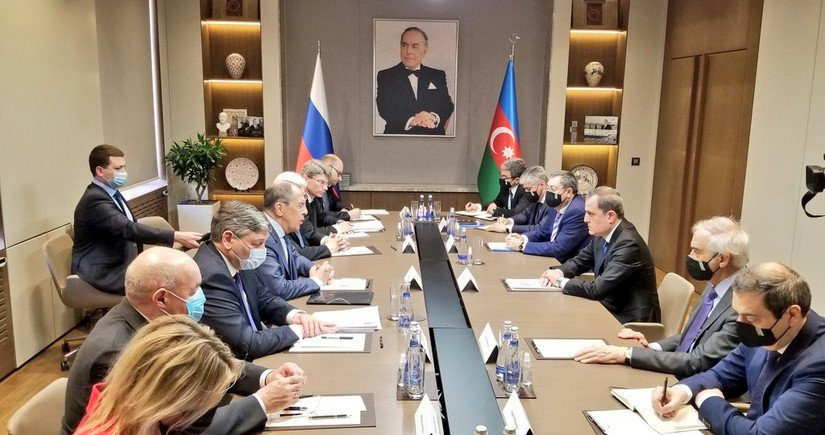 В Баку проходит встреча делегаций Азербайджана и России в расширенном составе