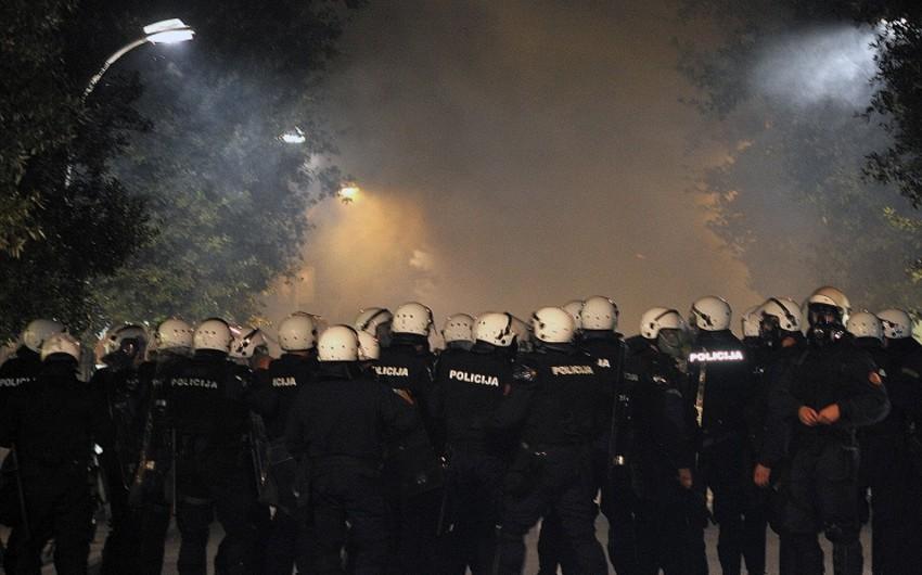 Podqoritsada nümayişçilər ilə polis arasında toqquşma olub, yaralılar var