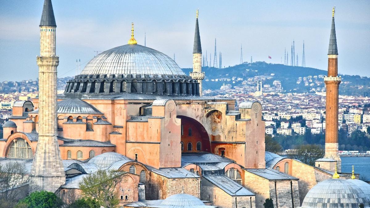 Госсовет Турции разрешил сменить статус собора Айя-София