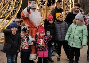 По инициативе Лейлы Алиевой волонтеры АМОР организовали новогоднюю акцию для детей