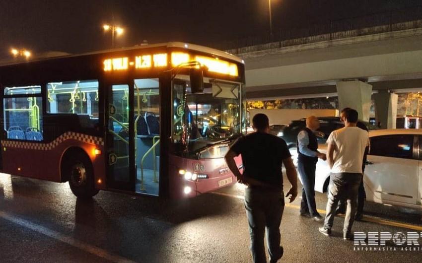 Bakıda sərnişin avtobusu minik avtomobili ilə toqquşub - FOTO