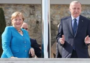 Ərdoğanla Angela Merkel arasında görüş olub